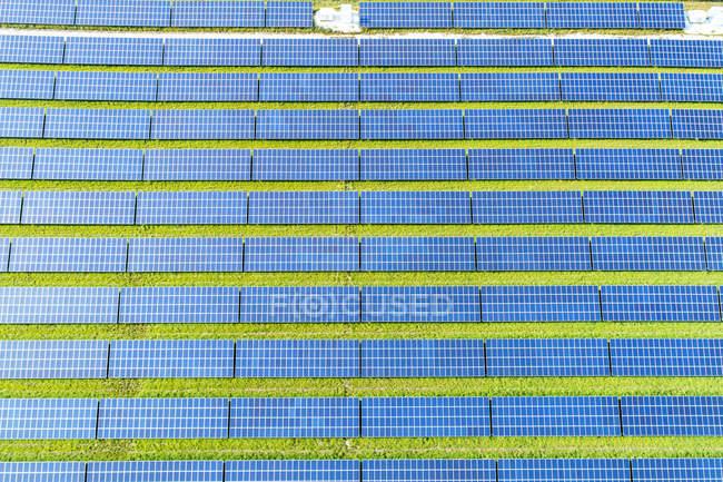 Vista aérea da instalação fotovoltaica — Fotografia de Stock
