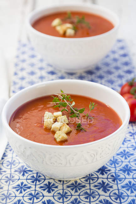 Tomato soup with croutons and thyme — Stock Photo