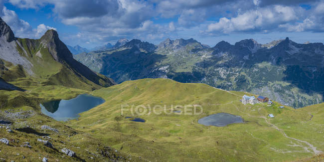 Germany, Bavaria, Allgaeu, Allgaeu Alps, Lake Rappensee and Small Rappensee, Rappensee hut, Schafalpenkoepfe — Photo de stock