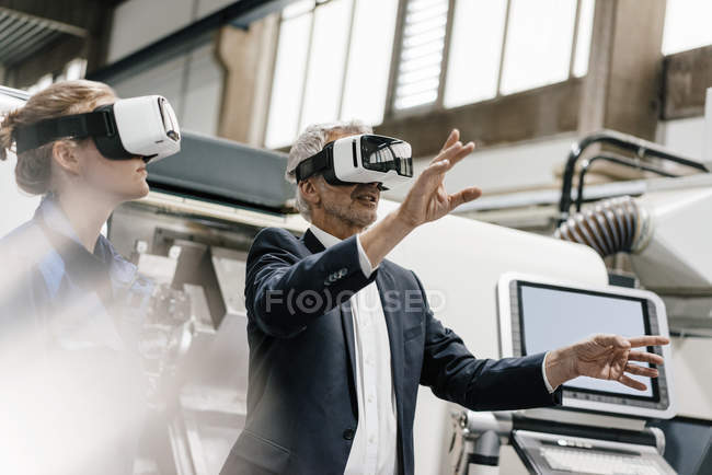 Businessman and skilled worker in high-tech enterprise, using VR glasses — Stock Photo