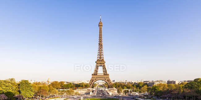 France, Paris, Panoramic view, Place de Varsovie and Eiffel Tower — стоковое фото