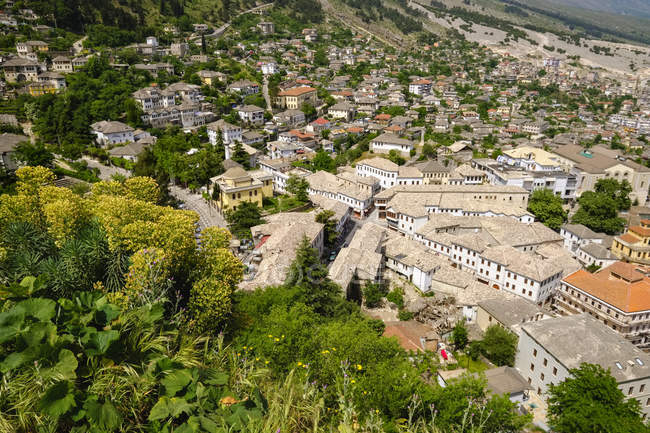 Albânia, Gjirokaster, Cidade velha com Qafa e Pazarit — Fotografia de Stock