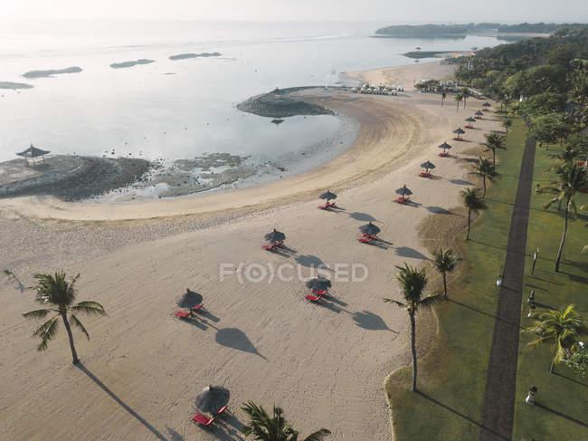 Indonesia, Bali, Veduta aerea della spiaggia di Nusa Dua al mattino — Foto stock