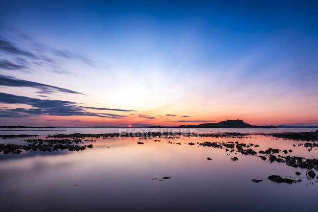 UK, Scotland, East Lothian, North Berwick, Firth of Forth, view of Fidra Island at sunset — Stock Photo