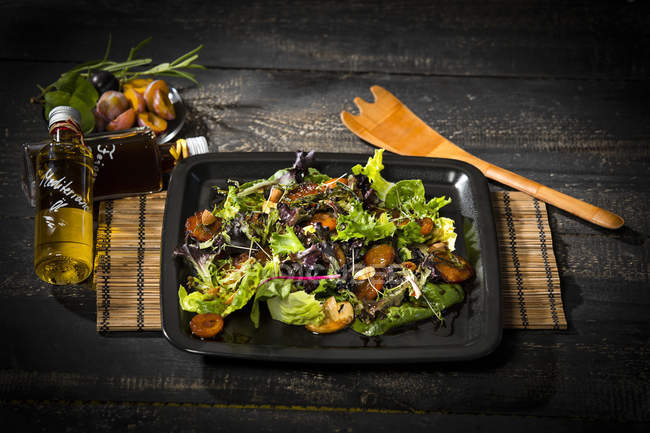 Leaf lettuce with steamed plums, champignons, almonds and cress — Stock Photo
