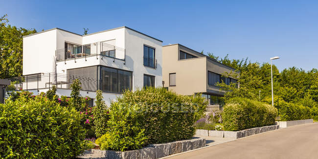 Germany, Blaustein, development area with modern one-family houses — Stock Photo