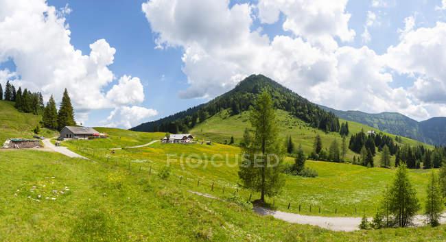 Austria, Salzburg State, Tennengau, Sankt Koloman, View to alp, Taugelboden and Regenspitz — Stockfoto