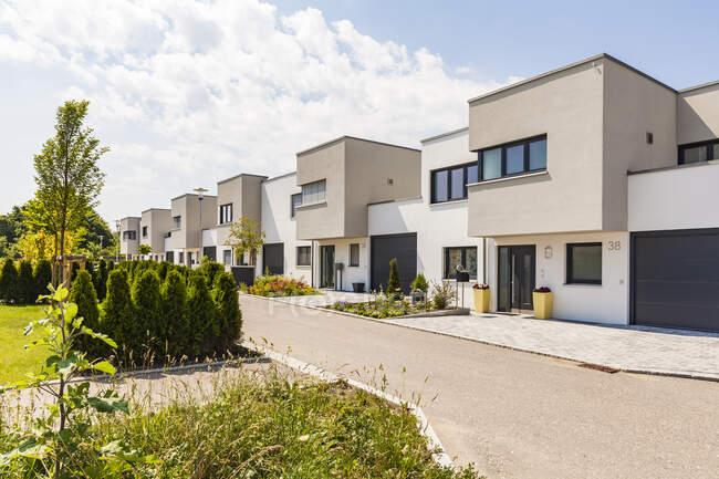 Germania, Baviera, Neu-Ulm, moderne case unifamiliari, case di efficienza — Foto stock