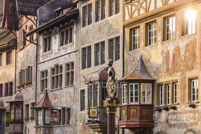 Switzerland, Stein am Rhein, Old town, historical houses at townhall square, fresco paintings, sculpture on fountain — Stock Photo