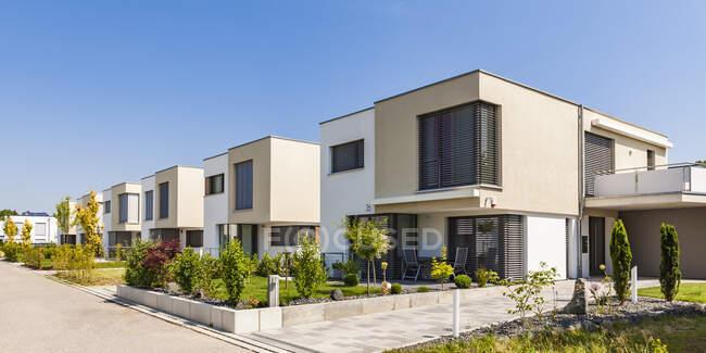 Німеччина, Баварія, Ноу-Ульм, сучасні односімейні будинки, будинки ефективності — стокове фото