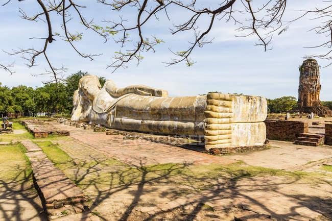 Thailand, Ayutthaya, reclining Buddha at Wat Lokkayasutharam — Stock Photo
