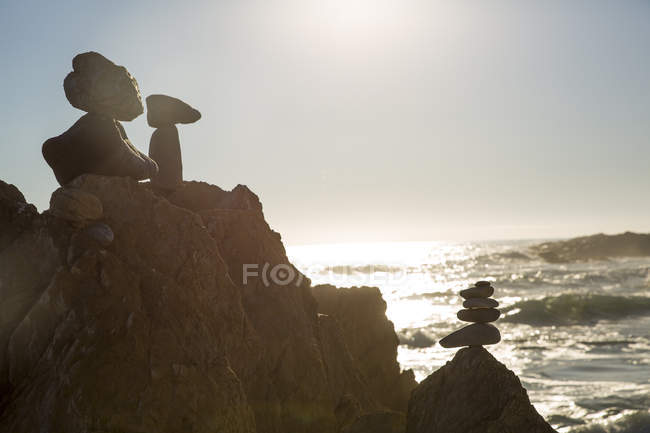 Africa, South Africa, Western Cape, Cape Town, Cairn against the sun — Stock Photo