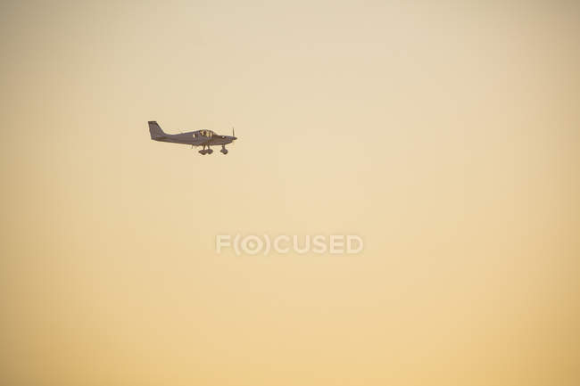 Africa, South Africa, Propeller plane in the evening sky — Stock Photo