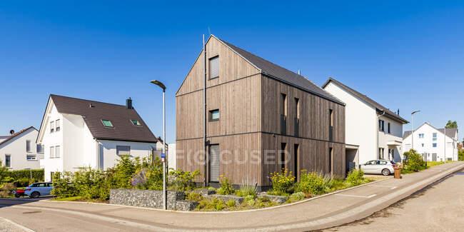 Германия, Баден-Вюртемберг, Штутгарт, Остфильдерн, современный дом эффективности, деревянный фасад, теплоизоляция — стоковое фото