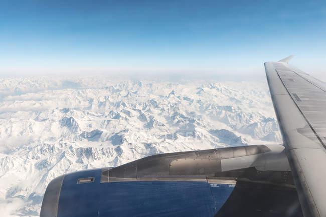 Italia, Aosta, Matterhorn pico y los Alpes desde el avión - foto de stock