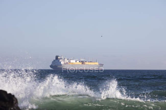 Africa, South Africa, Cape Town, Atlantic Ocean, Cargo ship — Stock Photo