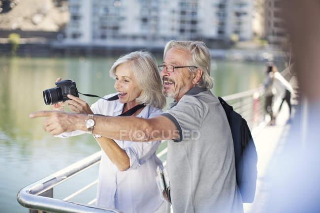 Senior couple taking a city break, taking photos — Stock Photo