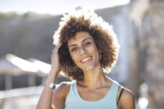 Portrait of a happy young woman — Stock Photo