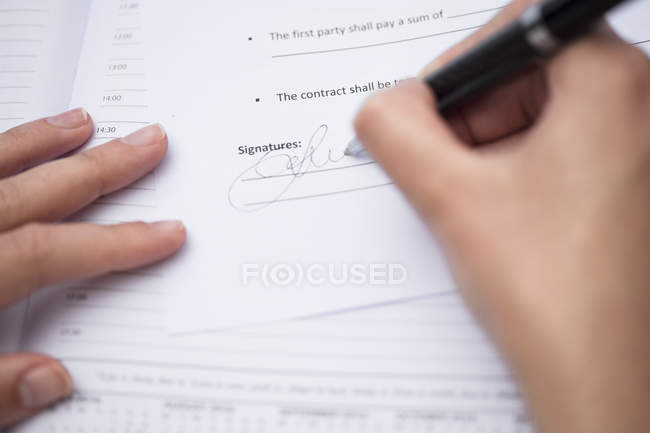Close up of  Woman signing documents — Stockfoto