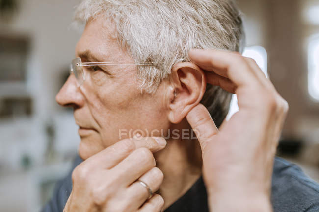 Senior man with hearing aid — Stock Photo