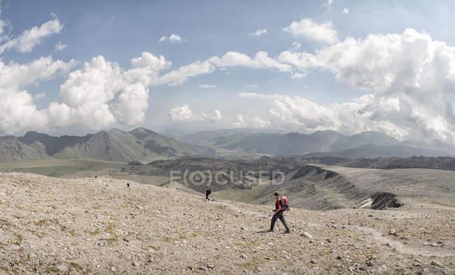 Росія, Кавказ, гірські мандрівники в долині Верхнього Баксану. — стокове фото