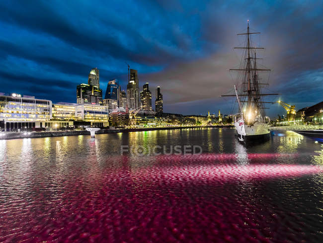 Argentina, Buenos Aires, Puerto Madero, Dock Sud, Frigate Sarmiento at night — Stock Photo