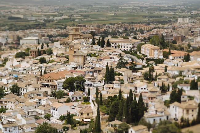 España, Granada, paisaje urbano durante el día - foto de stock