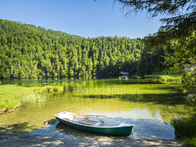 Austria, Styria, Salzkammergut, Ausseer Land, Goessl, Lake Toplitz, rowing boat — Stock Photo
