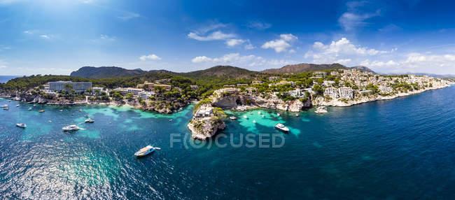 Spagna, Isole Baleari, Maiorca, regione Calvia, Costa de la Calma, Peguera, Cala Fornells, costa e porto naturale — Foto stock