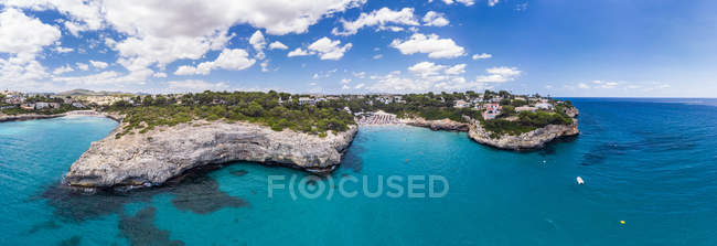 Spagna, Baleari, Maiorca, Porto Cristo Novo, Veduta aerea di Cala Mendia, porto naturale — Foto stock