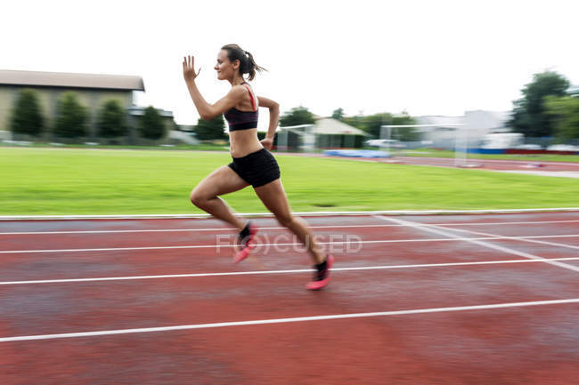 Teenage runner training on race track — Stock Photo