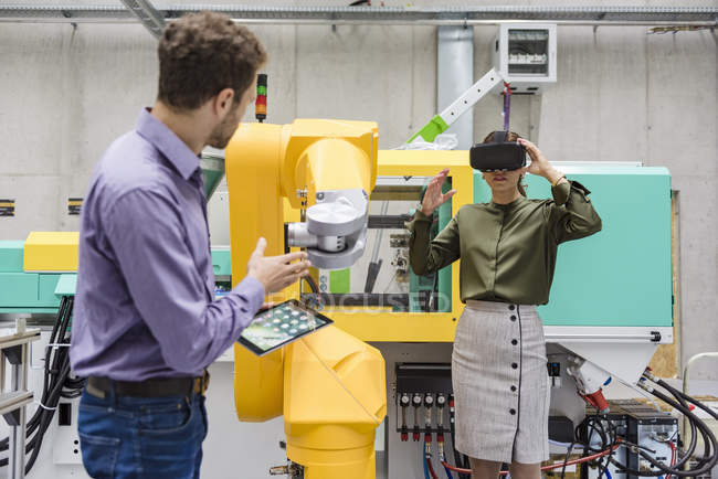 Colleagues in high tech company testing new technologies, using digital tablet and VR goggles — Stock Photo