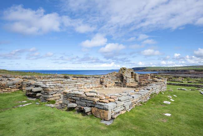 Велика Британія, Шотландія, Оркней, материк, Сбро з Біркажу, населений пункт, старий монастир з XI століття — стокове фото