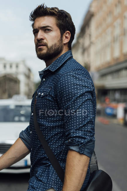 Italy, Rome, portrait of businessman crossing the street — Stock Photo