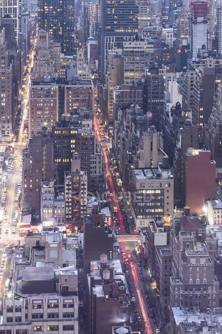 Estados Unidos, Nueva York, Manhattan por la noche - foto de stock