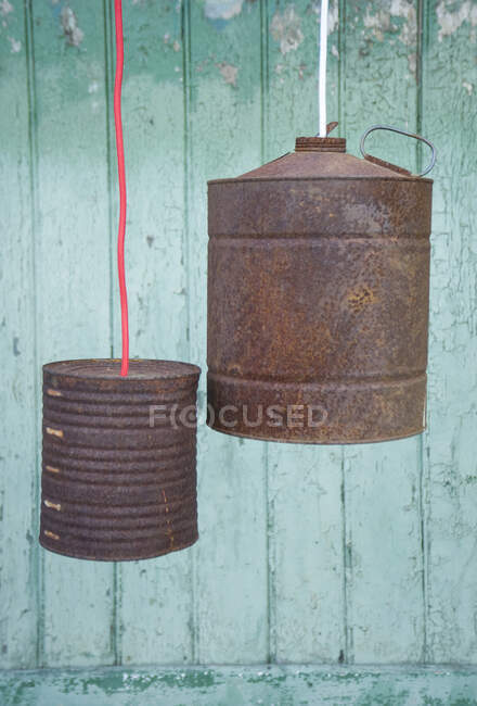 Upcycling of old tin cans, lamps — Stock Photo