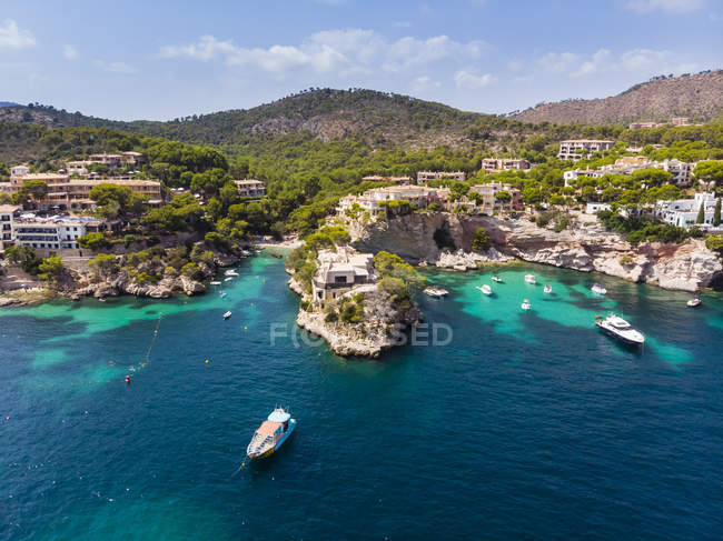 Spain, Balearic Islands, Mallorca, Region Calvia, Costa de la Calma, Peguera, Cala Fornells, coast and nature harbour — Stock Photo