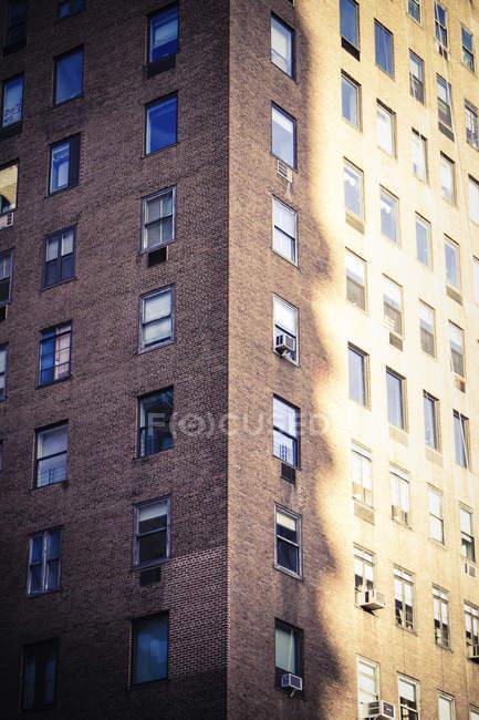 США, Нью-Йорк, Манхеттен, фасад будинку — стокове фото