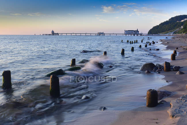 Німеччина, Мекленбург-Західна Померанія, Ruegen, Sellin, стара безводний на пляжі, Sellin Pier Int фону — стокове фото