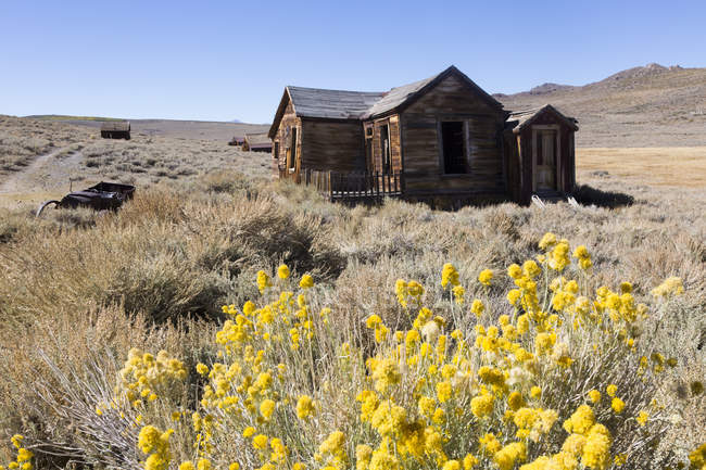 USA, California, Sierra Nevada, Bodie State Historic Park, abandoned wooden house — Stock Photo