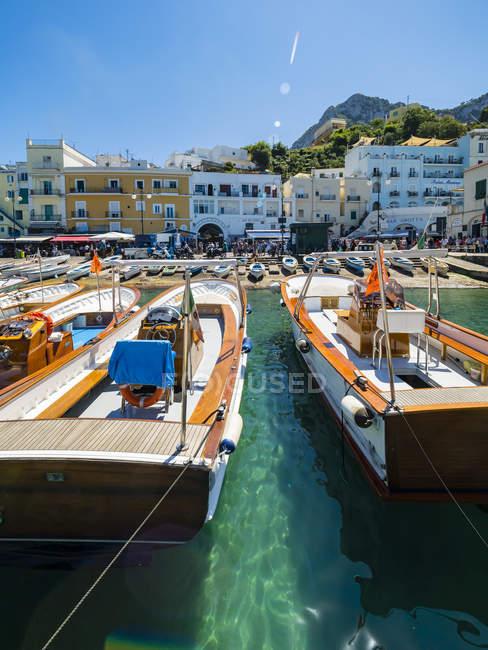Italy, Campania, Capri, Marina Grande and boats — Stock Photo