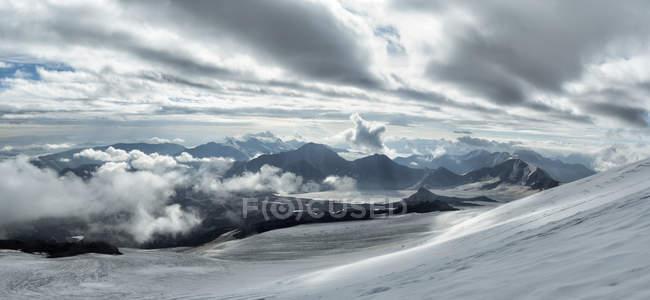 Росія, Верхня долина Басан, Кавказ, Ельбрус — стокове фото