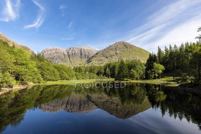Великобритания, Шотландия, Шотландское нагорье, Гленко, Торрен Лохан — стоковое фото