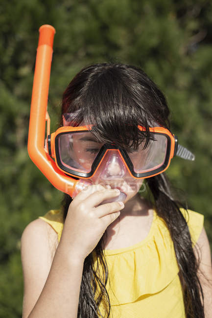 Portrait of little girl wearing snorkel and oversized diving goggles — Stock Photo