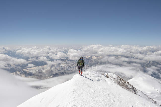 Росія, долина Баксан, Кавказ, гора Ельбрус. — стокове фото