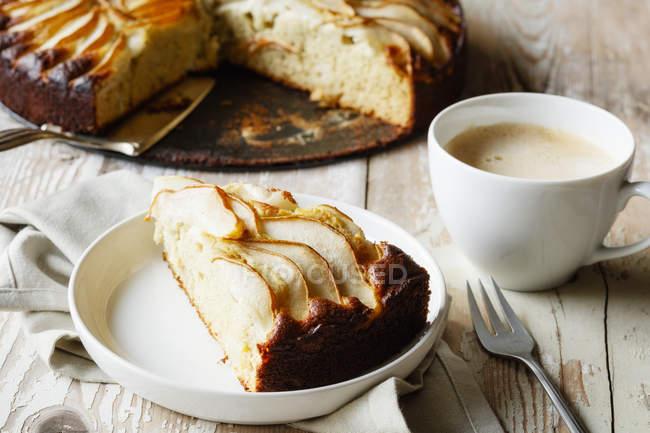 Torta di pere senza glutine cotta in casa a base di farina di grano saraceno — Foto stock
