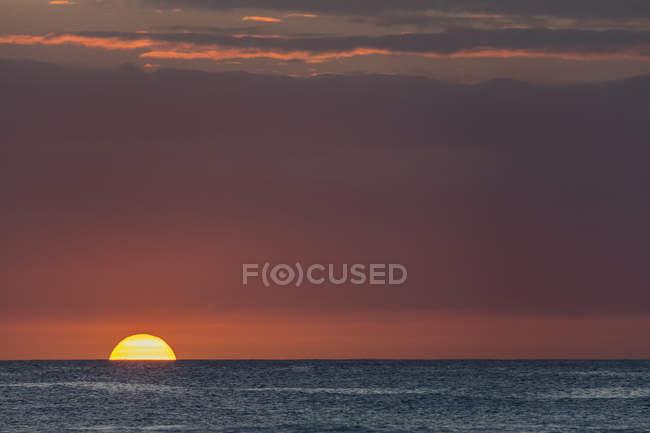 Ile Maurice, Côte Ouest, Océan Indien, Trou aux Biches, coucher de soleil — Photo de stock