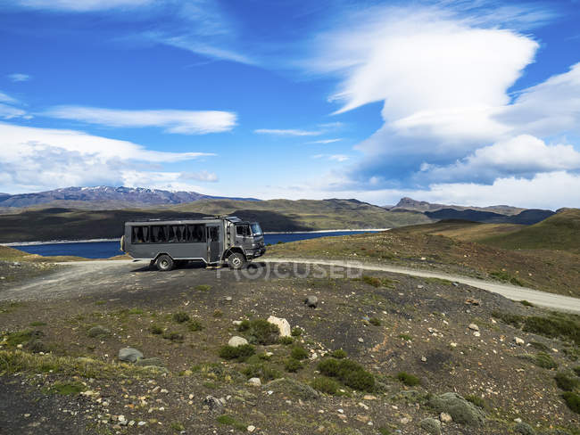 Chile, Patagonia, Torres del Paine National Park, Cerro Paine Grande and  Torres del Paine, Lago Nordenskjold, bus — Stock Photo