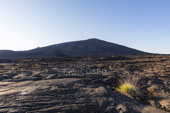 Reunion, Reunion National Park, Shield Volcano Piton de la Fournaise, Caldera Enclos Fouque and Rempart, lava field, Tourists in lava field, AA lava over pahoehoe lava — Stock Photo