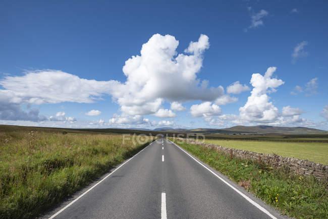 Великобритания, Шотландия, Оркни, материк, A964 около Орфира — стоковое фото
